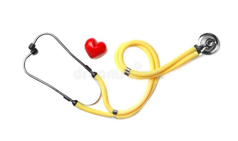 Stethoscoop voor het controleren van impuls en rood hart royalty-vrije stock afbeelding