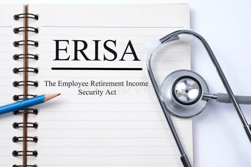Stethoskop auf Notizbuch und Bleistift mit ERISA der Angestellte Reti stockfotos