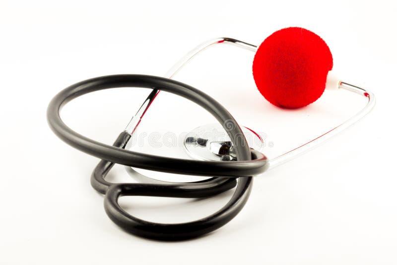 Stethoskop mit roter Clownnase lizenzfreie stockfotografie
