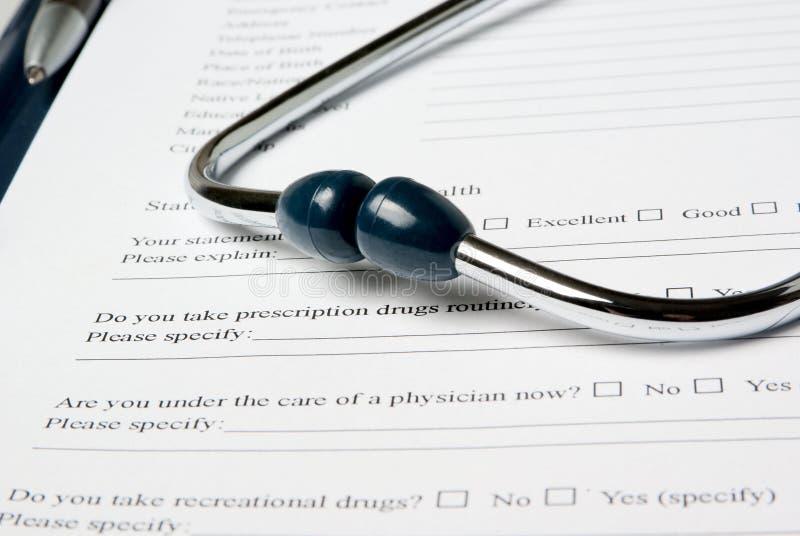 Stetjhoscope na medycznym kwestionariuszu