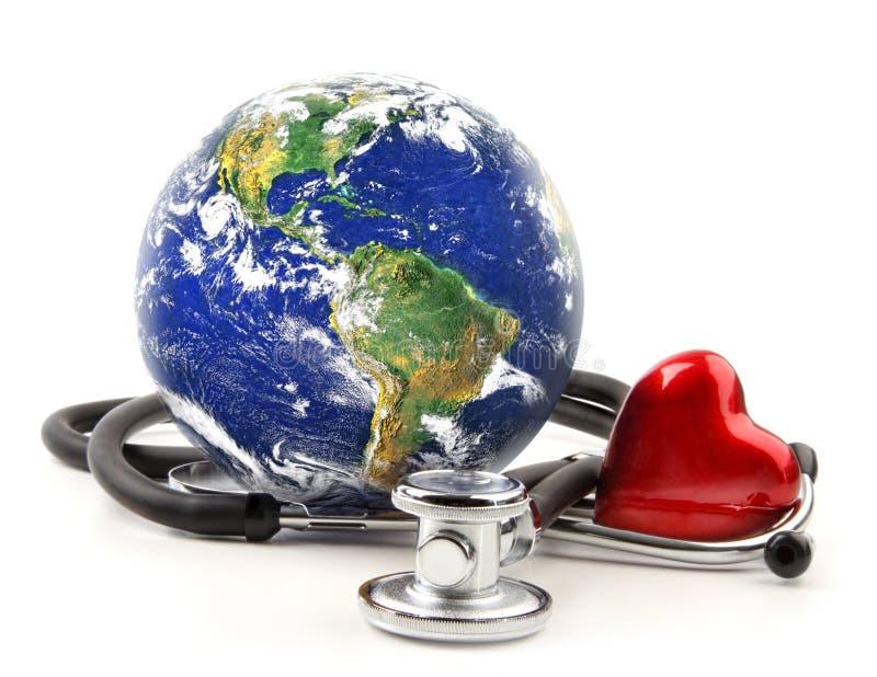 Stetoscopio con il globo su un bianco immagini stock libere da diritti