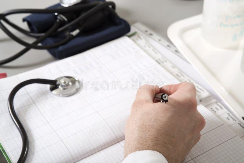 Stetoscopio e taccuino sulla tavola immagini stock libere da diritti