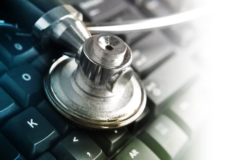 Stetoscopio medico sulla tastiera immagini stock