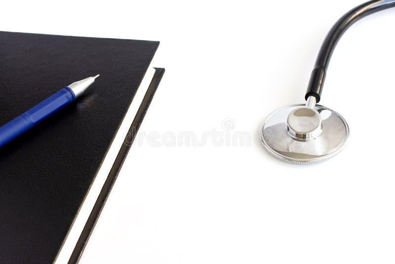 Stetoscopio a priorità bassa bianca immagini stock libere da diritti