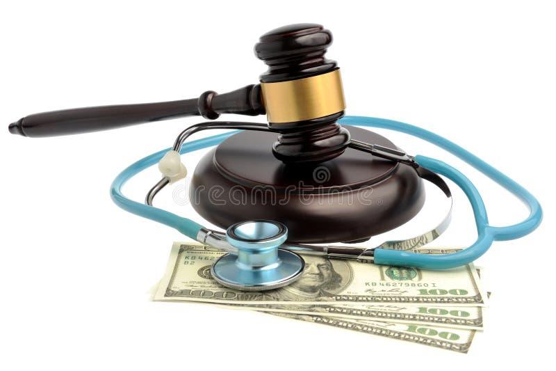 Stetoskop z sędziego młoteczkiem, pieniądze odizolowywający na bielu obraz royalty free