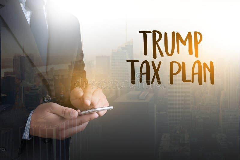 Steuer-Zeit-Dokumenten-Trumpf-Steuer-Plan-Geld-Finanzbuchhaltung T lizenzfreie stockfotos