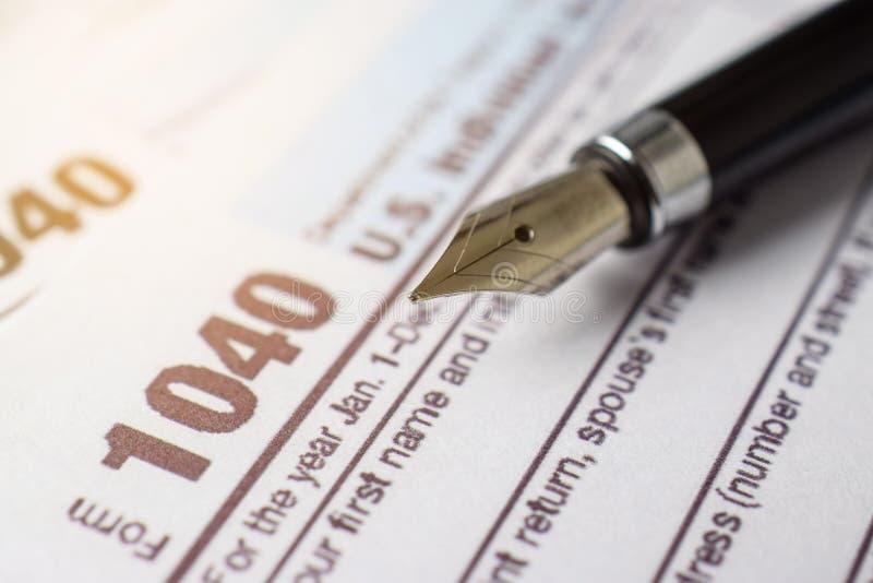 Steuerformular-Geschäftsfinanzkonzept mit Stift lizenzfreie stockfotografie