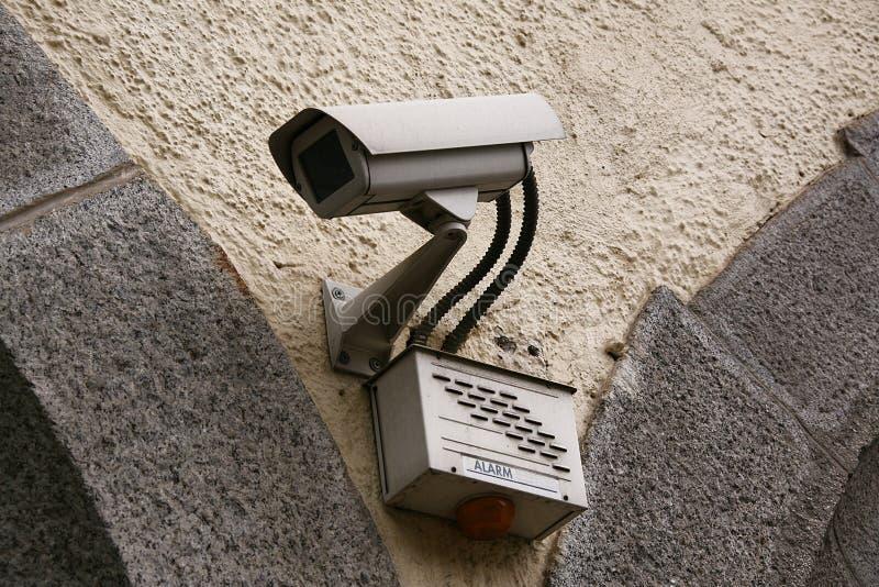 Steuern Sie Kamera im Wandhintergrund stockbild