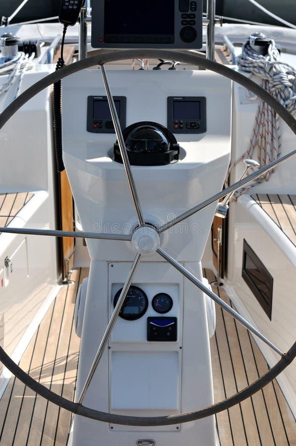 Steuern Sie Plattform der Yacht stockbilder