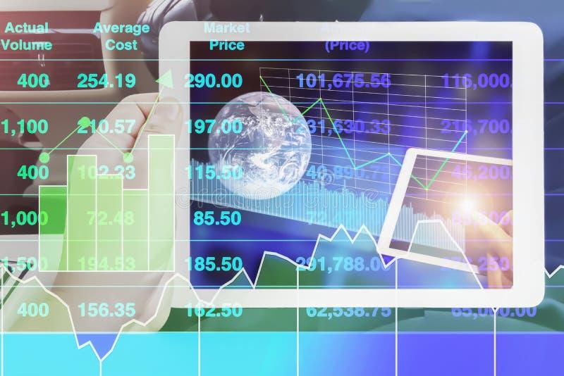 Steuerung der globalen Kommunikation durch Internet kann anschließen und Analysefinanzdiagramm- und -diagrammdaten lizenzfreies stockfoto
