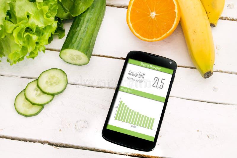 Steuerung Ihres Gewichtsverlusts mit beweglicher Anwendung lizenzfreie stockfotos