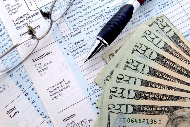Steuerzeit lizenzfreie stockbilder