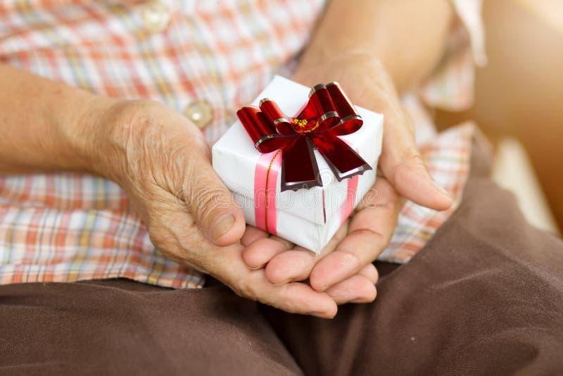 Steun, hulp, verpleeghuis of hulp voor bejaarden stock foto's