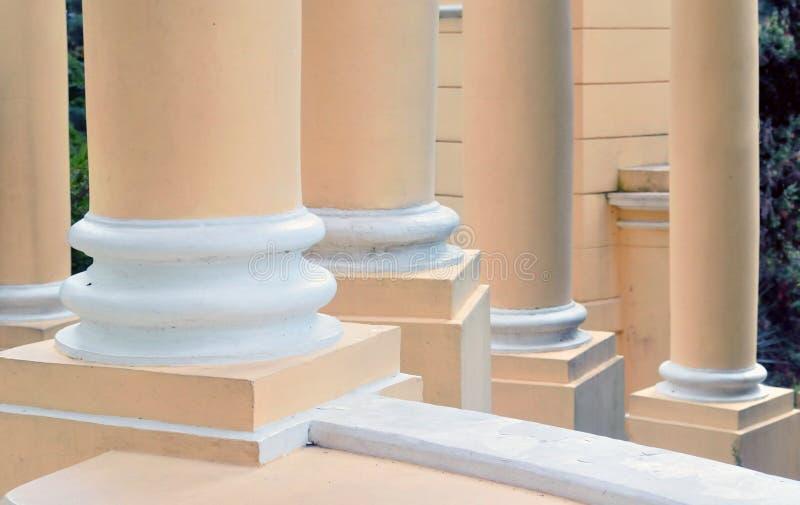 Steunkolommen in de architecturale bouw - een symbool van stock foto's