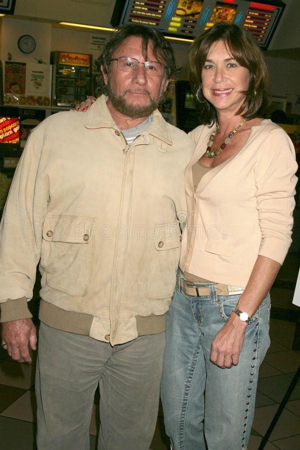 Steve Goldstein en Terri Mann bij de Première van Los Angeles van de ?Lafbek van het Loodje?. De Zonsondergang van Laemmle 5 Theat stock fotografie