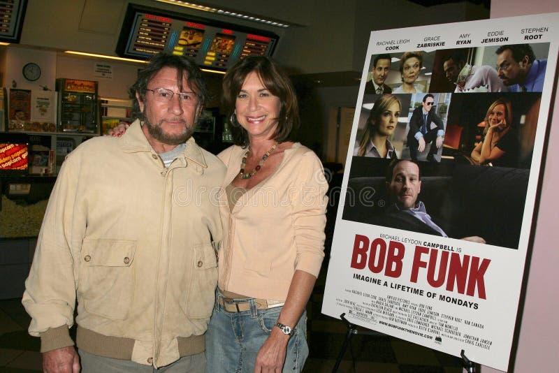 Steve Goldstein y Terri Mann en la premier de Los Ángeles del ?canguelo de Bob?. Teatros de la puesta del sol 5 de Laemmle, Los Án imagen de archivo libre de regalías