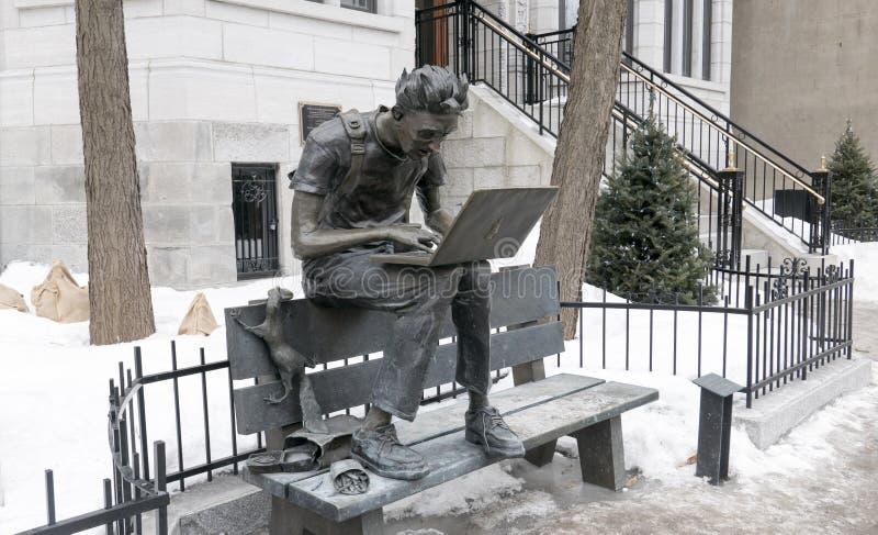 Steve Jobs est mort Steve Jobs är död skulptur i Montreal arkivbilder