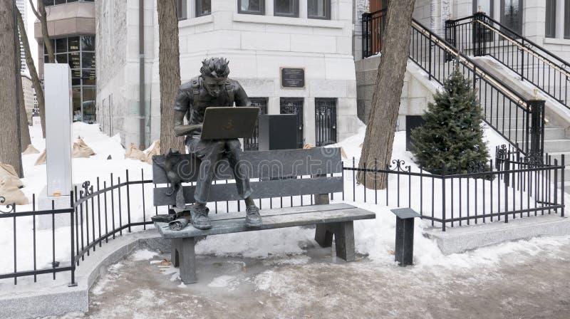 Steve Jobs est mort Steve Jobs är död skulptur i Montreal arkivfoto