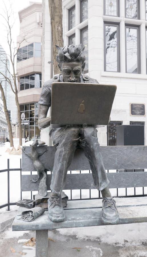 Steve Jobs est mort Steve Jobs is dood beeldhouwwerk in Montreal stock afbeelding