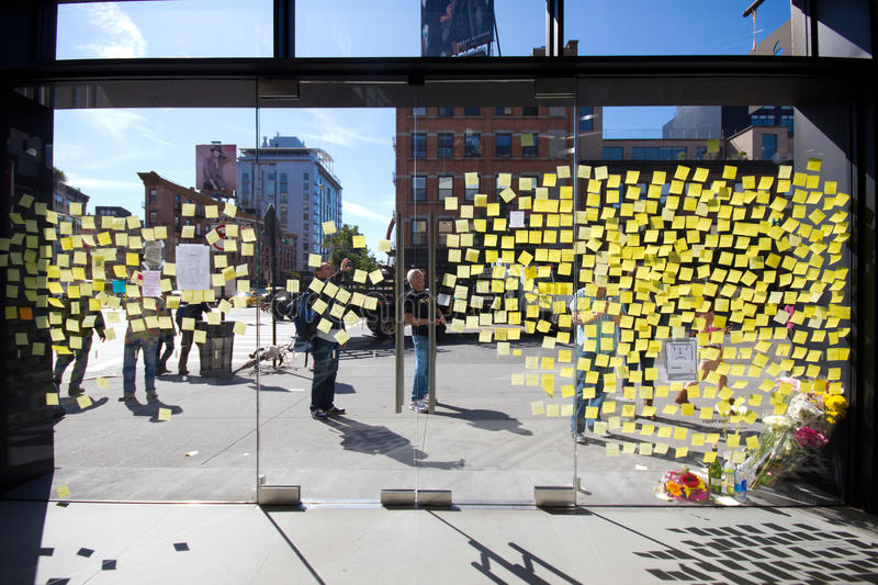 Download Steve Jobs Memorial NYC editorial stock photo. Image of ipod - 21485798