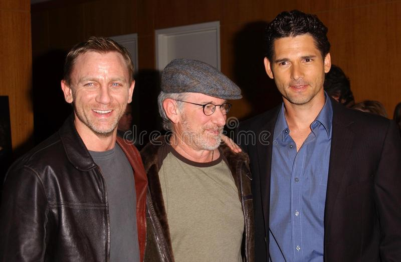 Steven Spielberg, Daniel Craig, Eric Bana fotos de stock