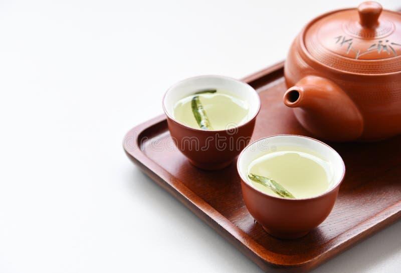 Stevia del té en la tabla blanca fotos de archivo