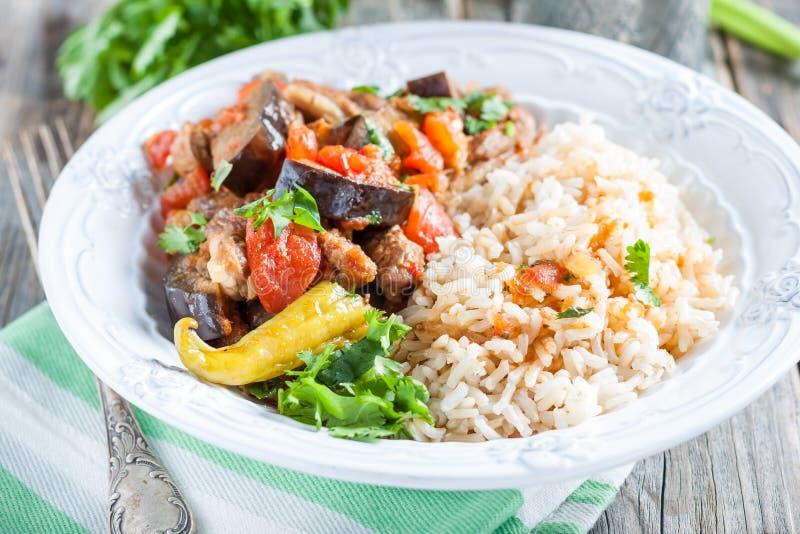 Stew αρνιών με τη μελιτζάνα, τα λαχανικά και το ρύζι στοκ εικόνες με δικαίωμα ελεύθερης χρήσης