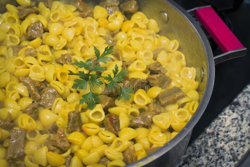 Stew μακαρονιών με το κρέας στοκ φωτογραφία
