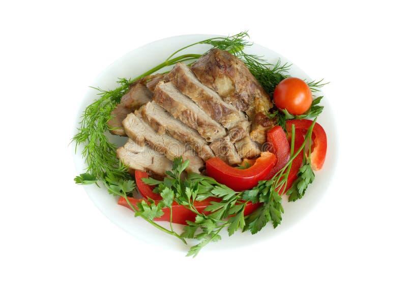Stew με τα λαχανικά και πράσινα σε ένα πιάτο πέρα από το wh στοκ φωτογραφία