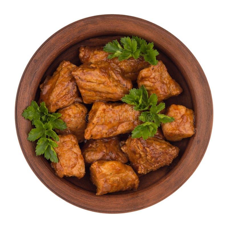 Stew σε ένα καφετί πιάτο & x28 Goulash& x29  απομονωμένος στο άσπρο υπόβαθρο στοκ φωτογραφία