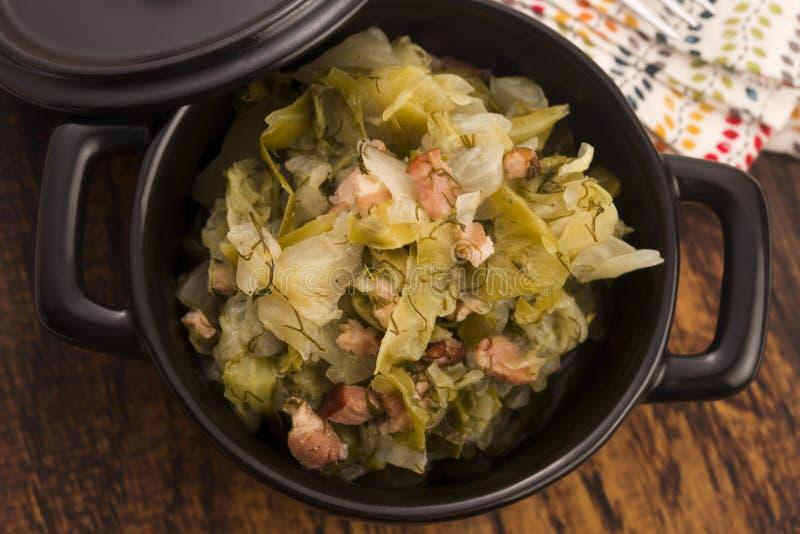 Stew του άσπρου λάχανου και του μπέϊκον στοκ εικόνα με δικαίωμα ελεύθερης χρήσης
