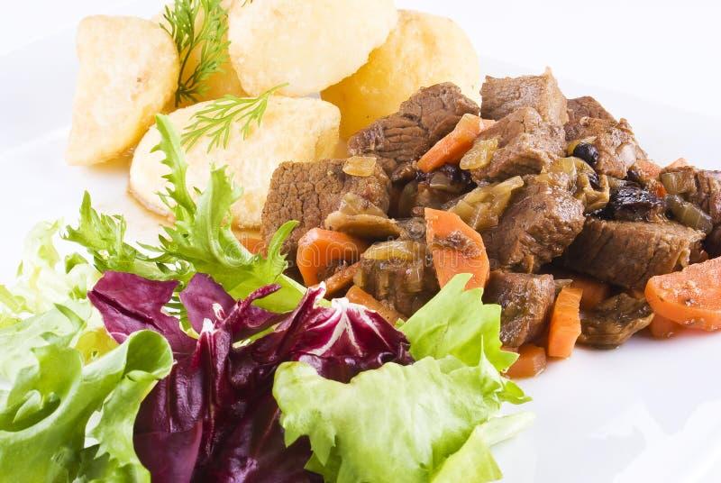 stewed steak för nötköttpotatissallad royaltyfria foton