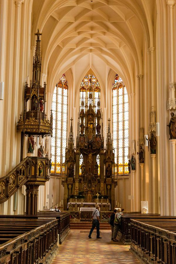 Steyr, Austria - 10 luglio 2019: Chiesa Stadtpfarrkirche in Steyer immagine stock libera da diritti