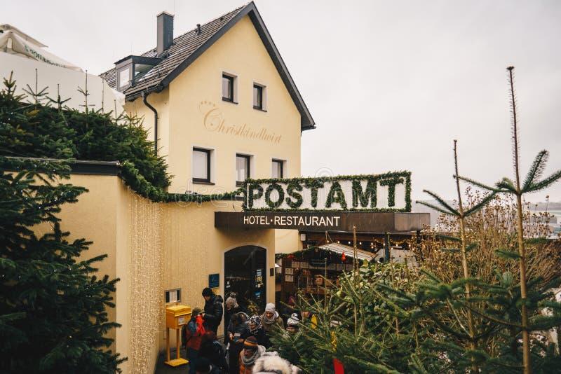 Steyr, Oostenrijk - December 2017: Ingang aan Kerstmis Posto royalty-vrije stock afbeelding