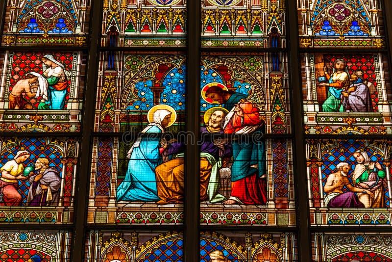 Steyr, Oostenrijk - Juli 10, 2019: Kerk Stadtpfarrkirche in Steyer stock afbeeldingen