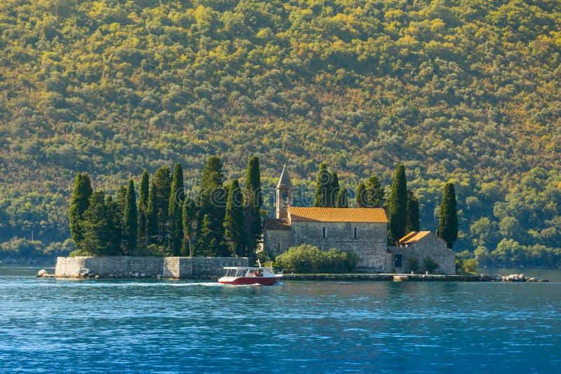 StGeorge ö i den Kotor fjärden nära Perast, Montenegro royaltyfri bild