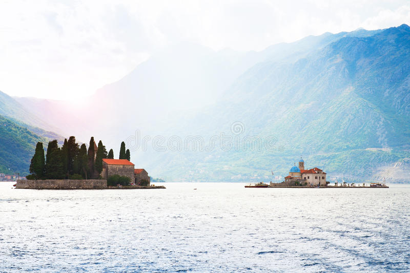 StGeorge ö och vår dam av den vaggaön och kyrkan i Perast på kust av den Boka Kotor fjärden Boka Kotorska, Montenegro, euro arkivbilder