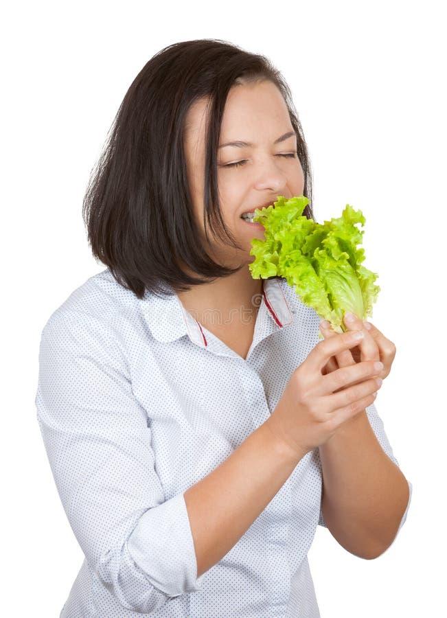 Stia il concetto a dieta Giovane donna che mangia lattuga verde fresca immagini stock