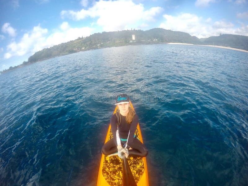Stia sul selfie del surfista in Hawai fotografie stock libere da diritti