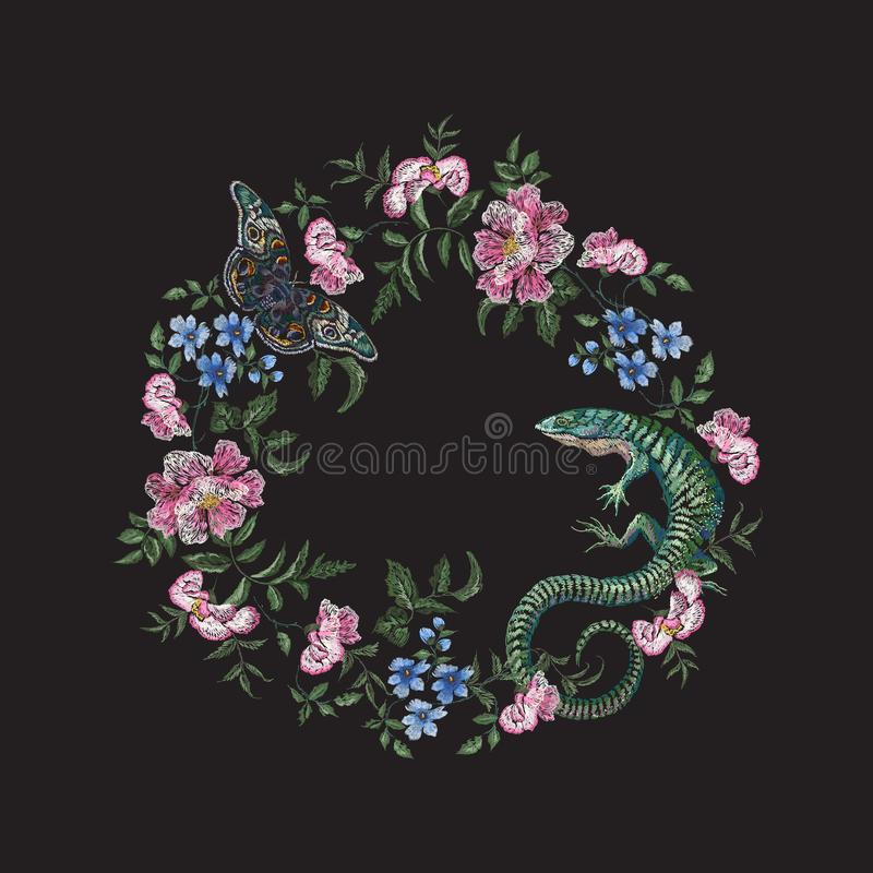 Stickereiblumenmuster mit Rosen, Schmetterling, Veilchen und Eidechse vektor abbildung