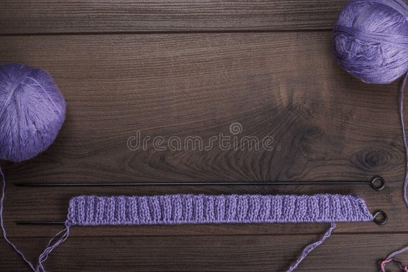 Stickor och klumpa ihop sig av trådbakgrund royaltyfri bild