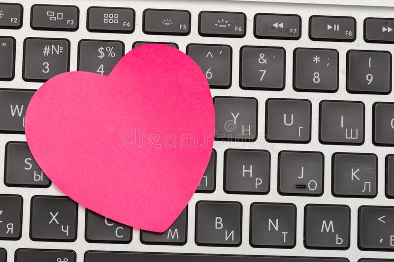 Sticky note on laptop with copy space. For all concept. Image royalty free stock photography