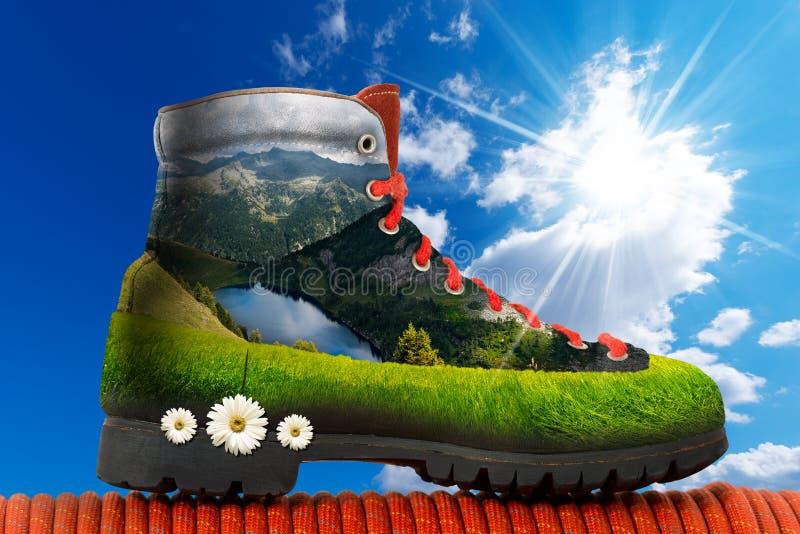Stiefel mit Berg nach innen wandern stock abbildung