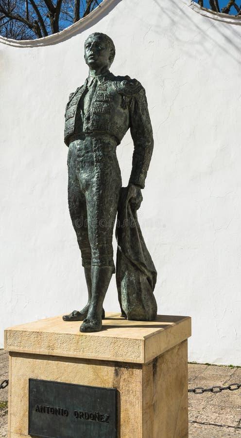 Stierenvechterstandbeeld in Ronda, Spanje royalty-vrije stock afbeeldingen