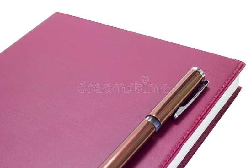 Stift auf dem Buch lokalisiert auf weißem Hintergrund stockfotos