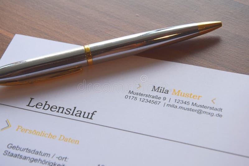 Stift auf einem deutschen Geschäftsdokument