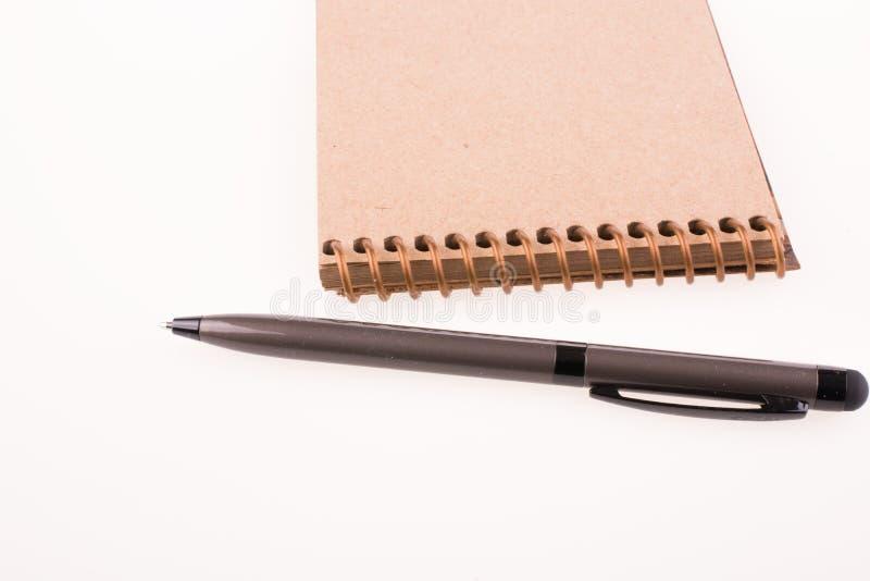 Stift des gewundenen Notizbuches und des pollpoint stockfoto