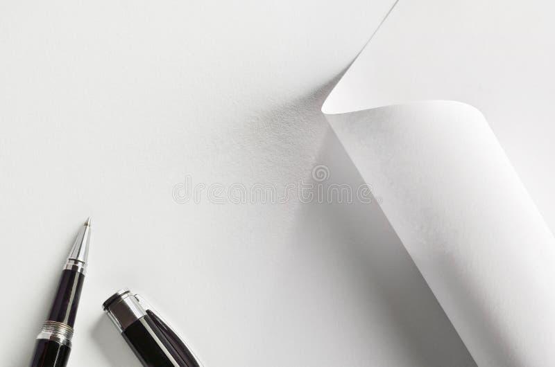 Stift und Papier lizenzfreie stockfotos