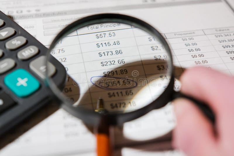Stift und Taschenrechner auf dem Tisch lizenzfreies stockfoto