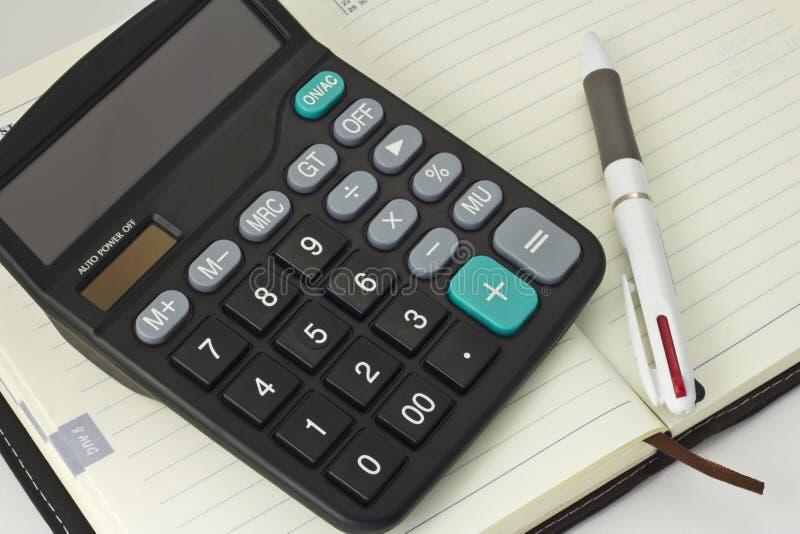 Stift und Taschenrechner und Notizbuch lizenzfreies stockbild